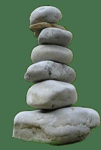 Hito de piedras en el sendero